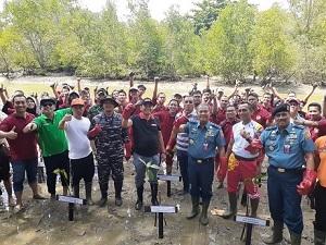 Mahasiswa Fakultas Keamanan Nasional (FKN) Unhan Pengabdian Kepada Masyarakat di Pantai Lamaru, Balikpapan